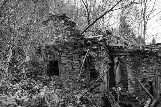 Ruined House capture by KloxKlox@Pixabay